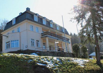 Holzfenster und Holzhaustür: Rathaus Weilrod