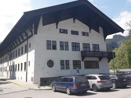 Holzfenster: Bundeswehr Verwaltungsschule Oberammergau